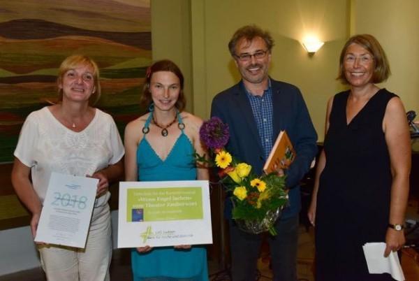 Das Projektteam aus dem Kirchenbezirk Löbau-Zittau mit ihrer Laudatorin Ilona Pollach von der KD-Bank Bank für Kirche und Diakonie.